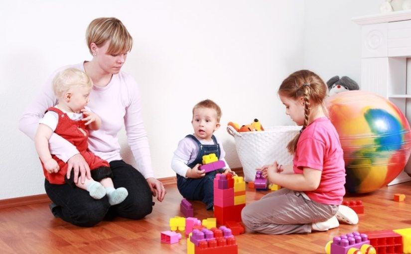 Dagplejemor og 3 børn